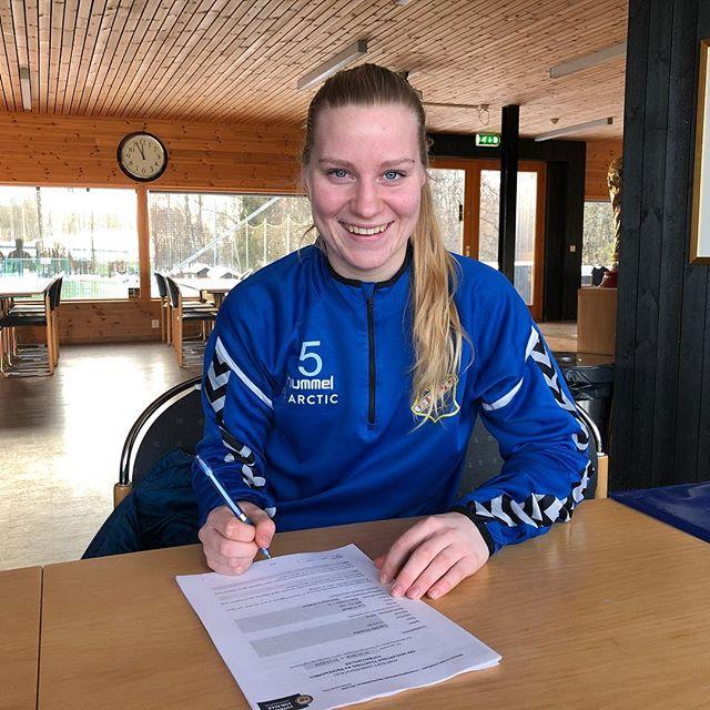 @camillahuseby og @linnhuseby har re-signert i dag👏🏻🎉😍 #lynfotballdamer #toppserien #obos #arctic #hummel #reklame