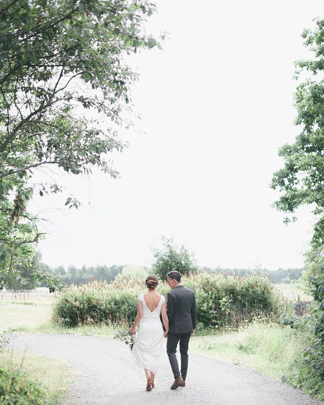 yesterday... ✨💭🌿! S A N D R A ♡ J E N S . . .  #summerwedding#sommar#bröllop #weddingphotography#bröllopsfotograf #bymalinabridal#weddingdress#bride#groom #weddingday#weddinginspo#beauty#light #brollopsfotografer #storiesbybettie