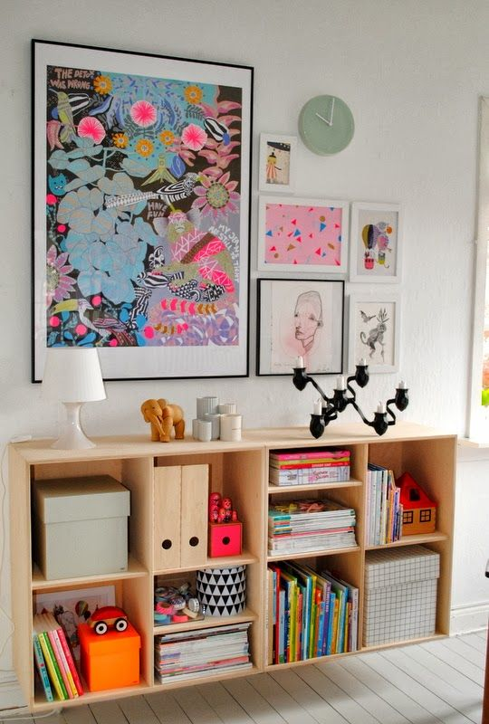 Like the galleries above, this gallery has some great artwork that adds color to a child's space.  Image source via:  Mor til Mernee