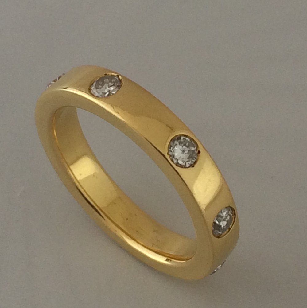 22 karat gold diamond band