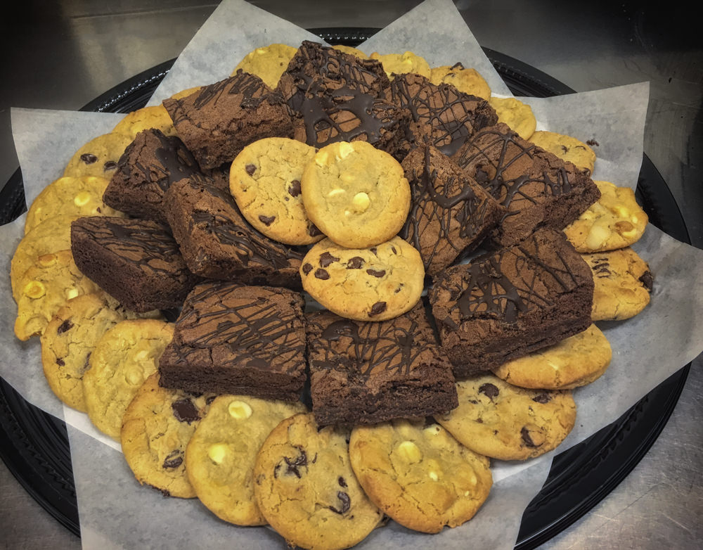 CHOCOLATE CHIP, MACADAMIA NUT & BROWNIE PLATTER (Brownies are cut in half on Brownie Platters)