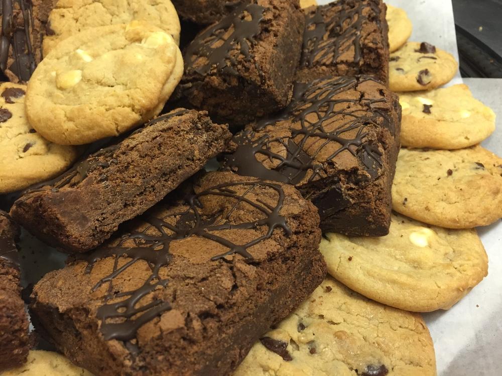 CHOCOLATE CHIP OR MACADAMIA NUT COOKIES, HOMEMADE FUDGE BROWNIE.