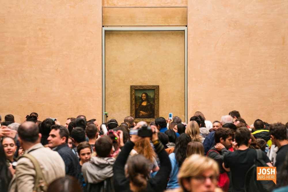 Tourists, with Leonardo da Vinci's Mona Lisa