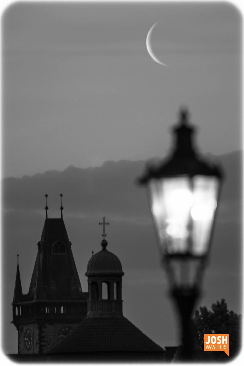 Moonrise, from Charles Bridge / Karlův most
