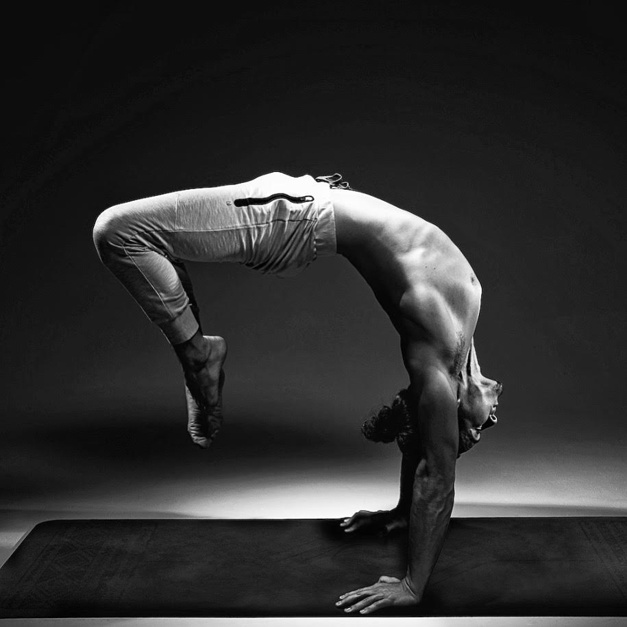Daniel Morgan Yoga | DCMLifestyle & Yoga | Handstand | Hollowback