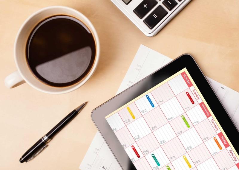 tablet-calendar-coffee-desk-ss-1920-800x571.jpg