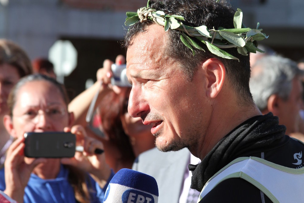 Stu Thoms wins the 2012 Spartathlon.