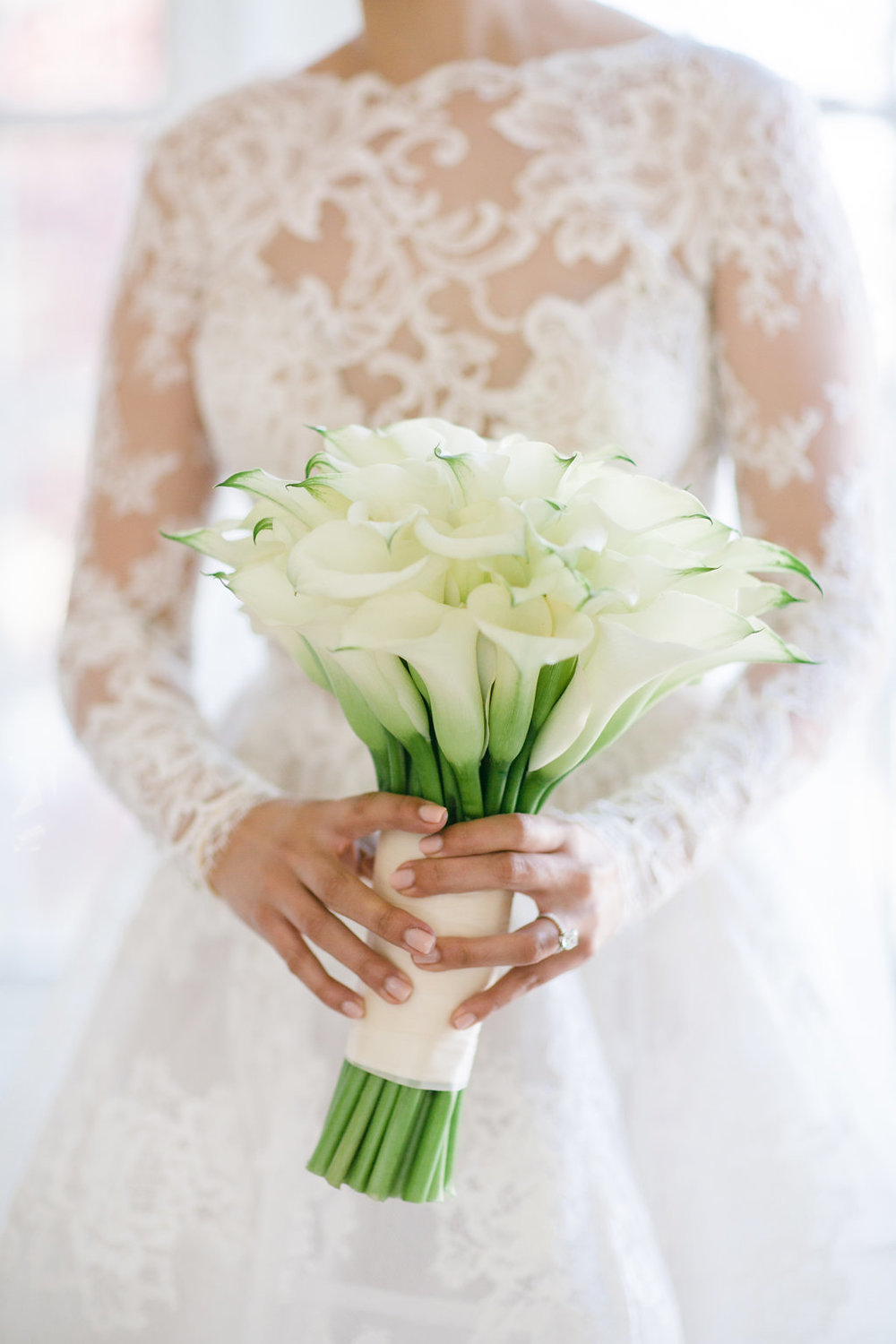 all_white_bouquet.jpg