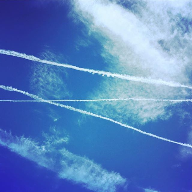 Crossing paths. #chemtrails #contrails