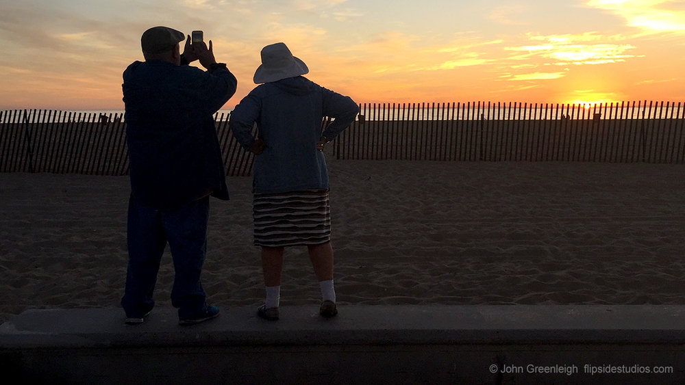 couple_watching_sunset_lo.jpg