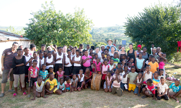 Zimele Community Canada 2014 team with the Mtubatuba community and families