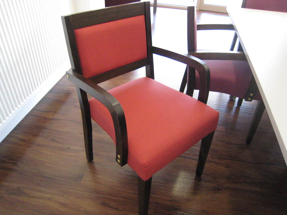 Roderick chair.JPG