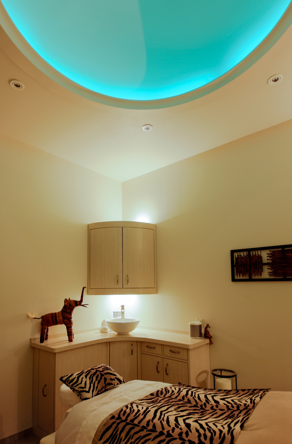 idc-spa-design-moyo-spa-wellness-treatment-room-chromatherapy.jpg
