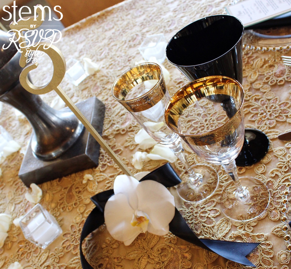 Dinner table setting accessories