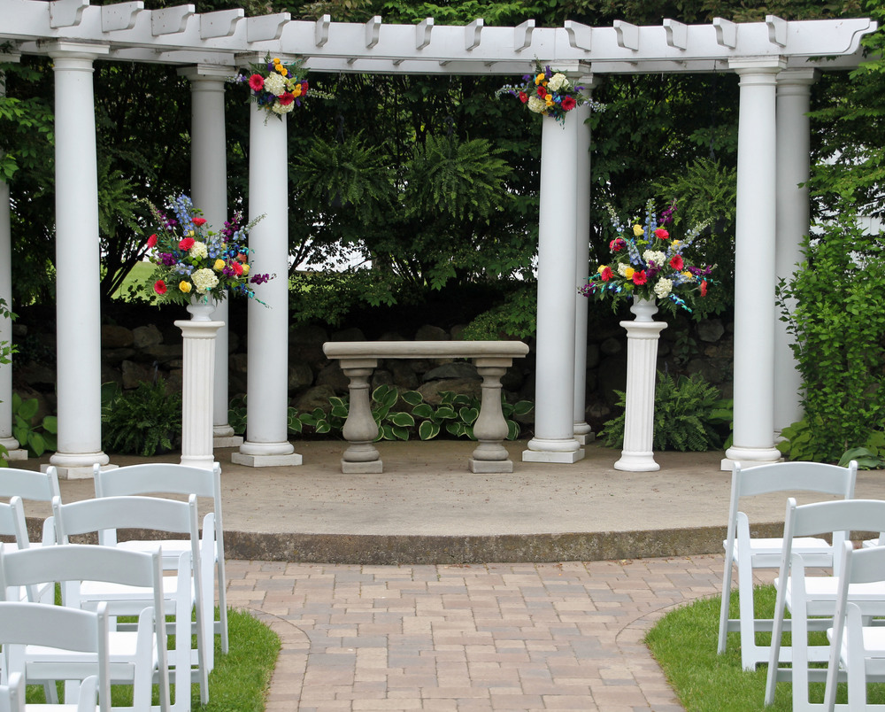 Decorate the garden pergola or chapel altar in any way!