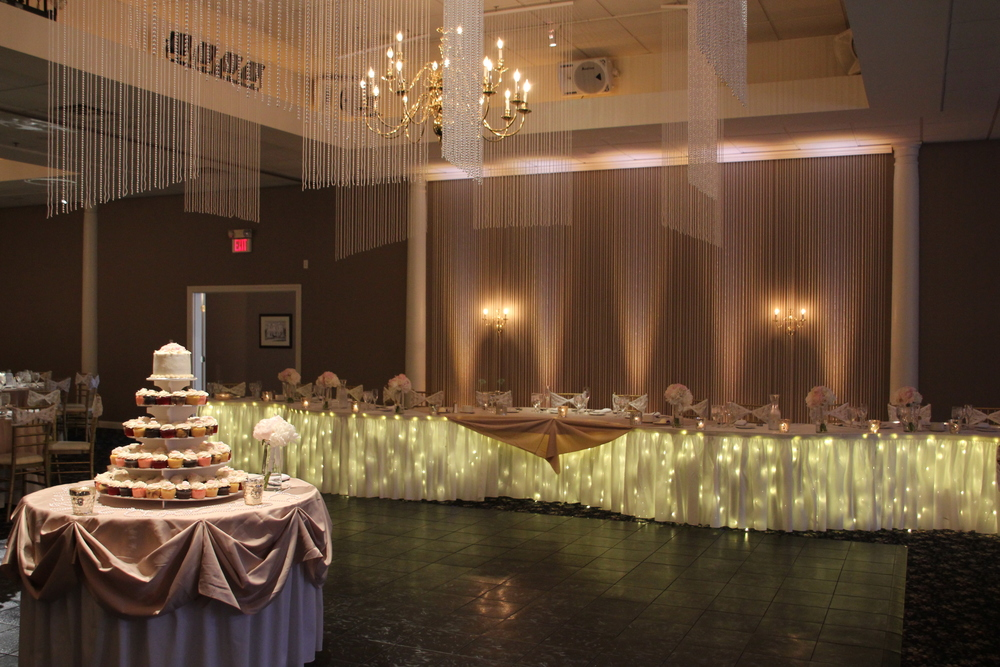 Pearl ceiling and backdrop with soft white lighting