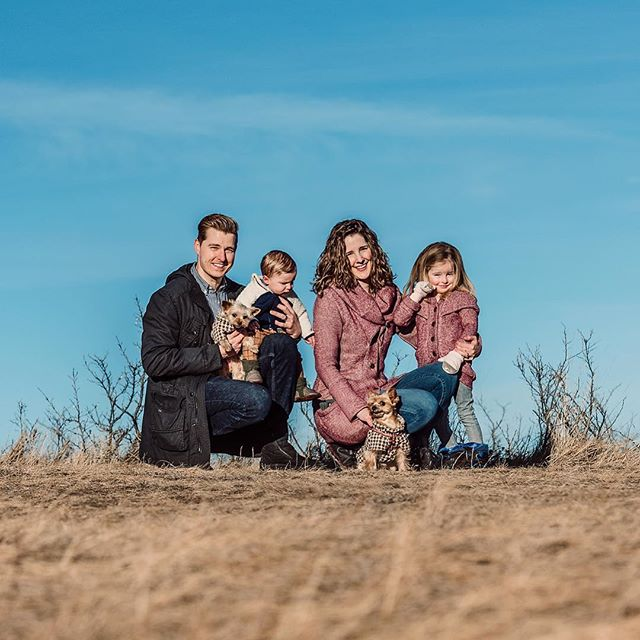 Such an adorably beautiful family. . . . #yycphotographer #petphotography #familyphotography #yycpets #yycdogslife #yycliving #yorkies #yycwinter #blueskyformiles