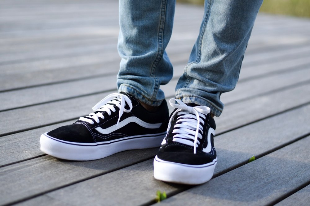 vans-classic-black-and-white
