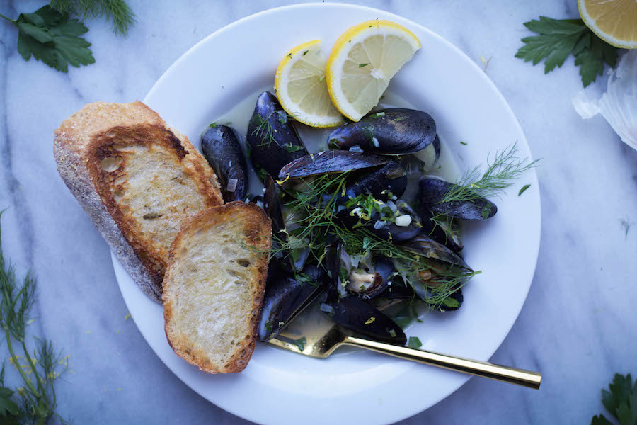 Steamed Mussels in Fennel White Wine Broth with Lemon