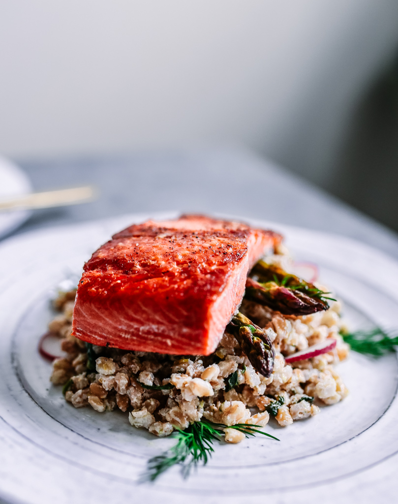 healthy_farro_salad_with_roasted_salmon