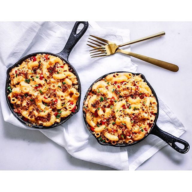 Y'all! I'm LOVING all your pics of this Pimento Mac-N-Cheese recipe! Keep tagging me it makes my entire day! 🤗 In other news, I'm Columbus-bound and can't wait to see/squeeze/snuggle and never let go of my sweet baby nephew 😍☺️ And if you're looking for this recipe, it's linked in my profile! Enjoy!
