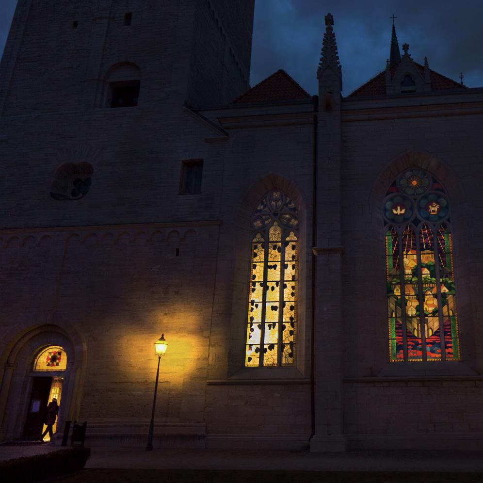 Mellan  Visby domkyrka där himmel och jord möts  Visby,Maj 10 2017