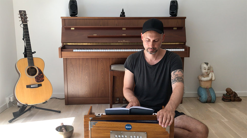 Jakob-Weise-chant-kirtan-the-yoga-flat-copenhagen