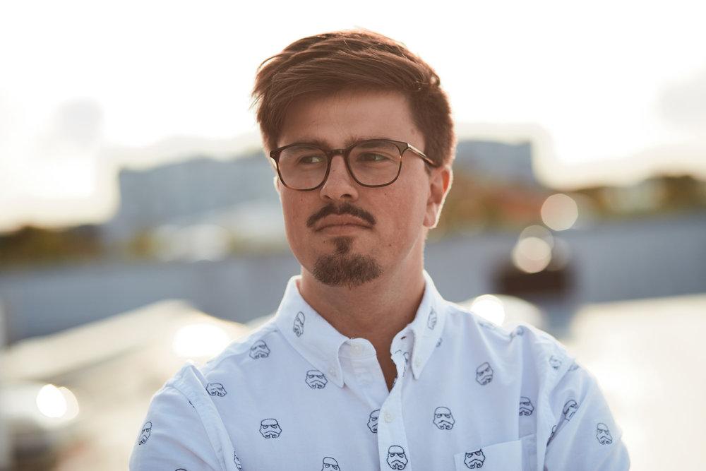 Anton Ahrens   Anton vertritt als ehemaliger Schüler des Regionalschulteils den Vorstand. Seit Frühjahr 2015 verstärkt er den Vorstand und sorgt nun dafür den Bund der ehemaligen etwas zu verjüngen um auch die nun kommenden Generationen anzusprechen. Auch die Organisation der Website fällt nun unter seinen Aufgabenbereich.