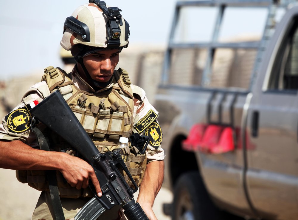 """CAMP TAJI - An Iraqi soldier with the 34th Armored Brigade provides security during personal security detail training at Camp Taji, Iraq, July 26, 2016.   """"he appearance of U.S. Department of Defense (DoD) visual information does not imply or constitute DoD endorsement.   Photo By: U.S. Army Sgt. Joshua E. Powell"""