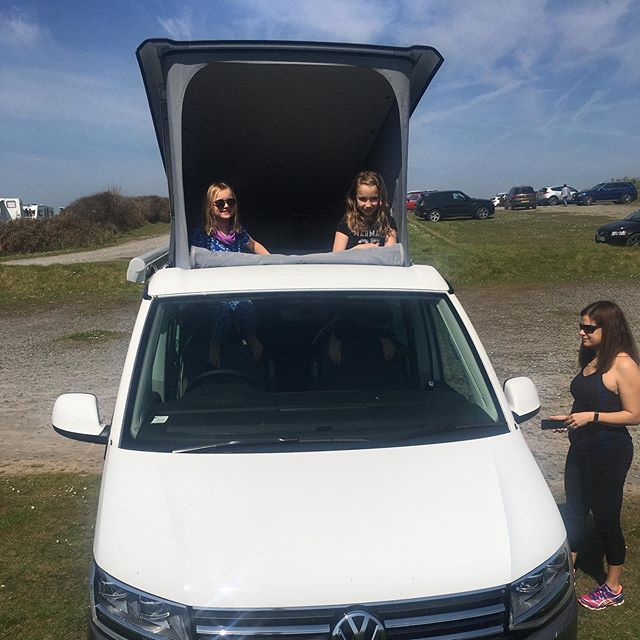 Kids taking full advantage of the new extra large front pop-top window ☀️ do you love our new Mojave Beige and white 2-tone T6 California Ocean? #vanlife #guildford #vwcalifornia #campervanrental #familyholiday