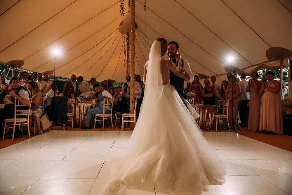 wide shot during the first dance