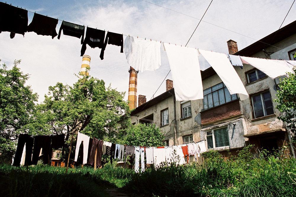 13-Maisons ouvrières-Environ de Sophia-Bulgarie-2006.jpg