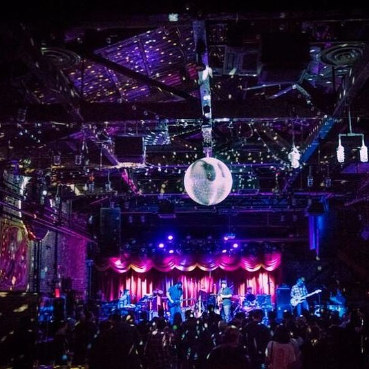 Sick times at @brooklynbowl with @fruitionpdx and @karinarykman Experiment #polyvamp #polyvampin #newyorkcity #nyc #brooklyn #williamsburg #brooklynbowl #funk #funky #jams #improv #improvisational #music #peaks #grooves #freeze #vocals #saxophone #prsguitars #hammondorgan #nord #bass #drums #dancing #prancing #friedchicken #funkifyyolife 📷 @jeremysgordon