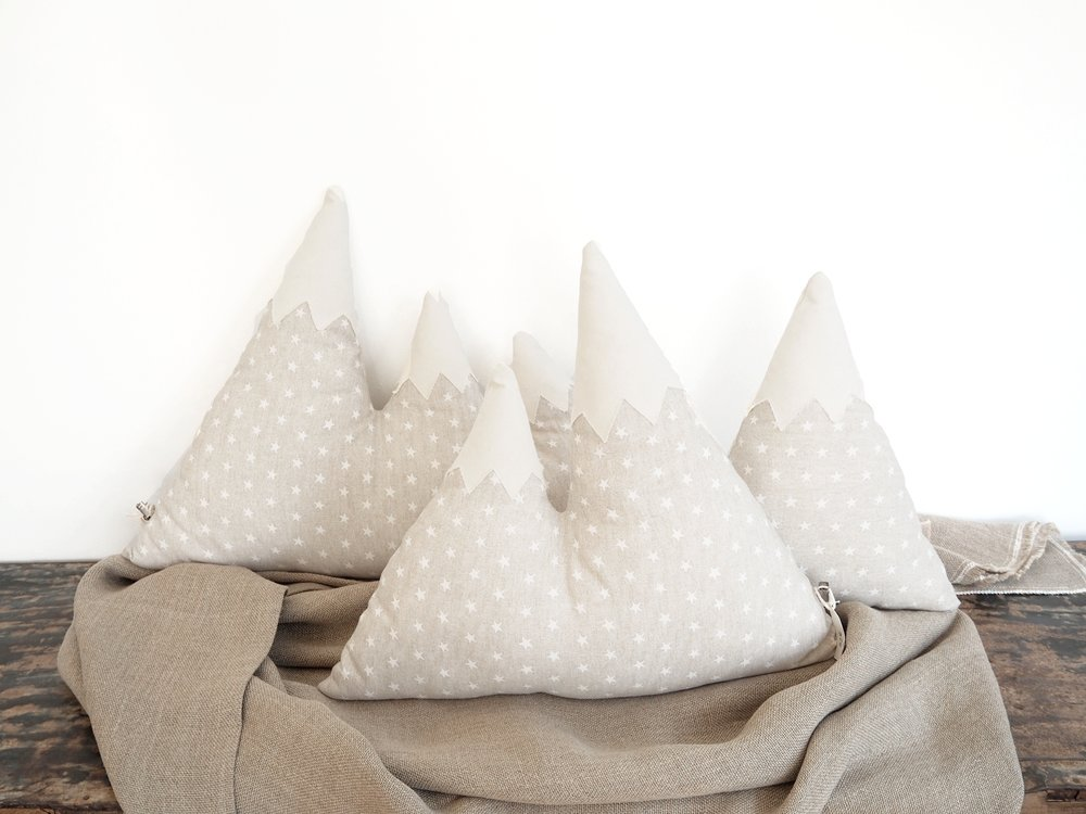 deguayhaus-products-mountain-cushion