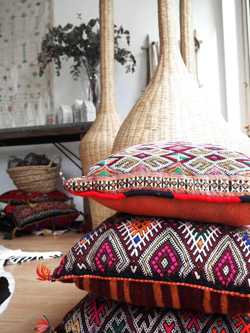 deguayhaus-products-moroccan-cushion-2