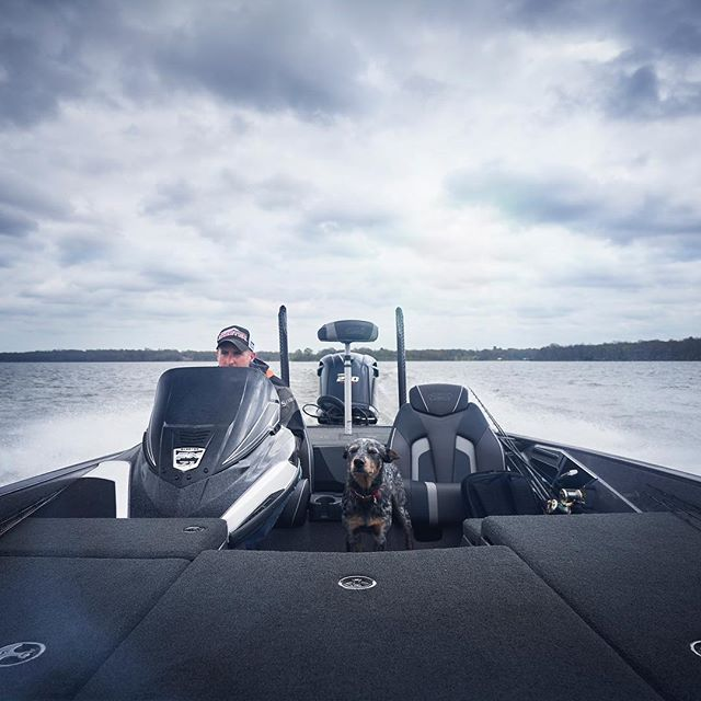 The master of Lake fork bass Andrew Grills @andrewgrills_lakefork  Getting me on big fish fast! Don't forget JJ the pooch scouting spots for us! #skeeterboats #bass #bassfishing #bassboat #fishing #largemouth #lakefork #sky #photographylife #photographer #prophotographer #sonya7riii #yamahaoutboards