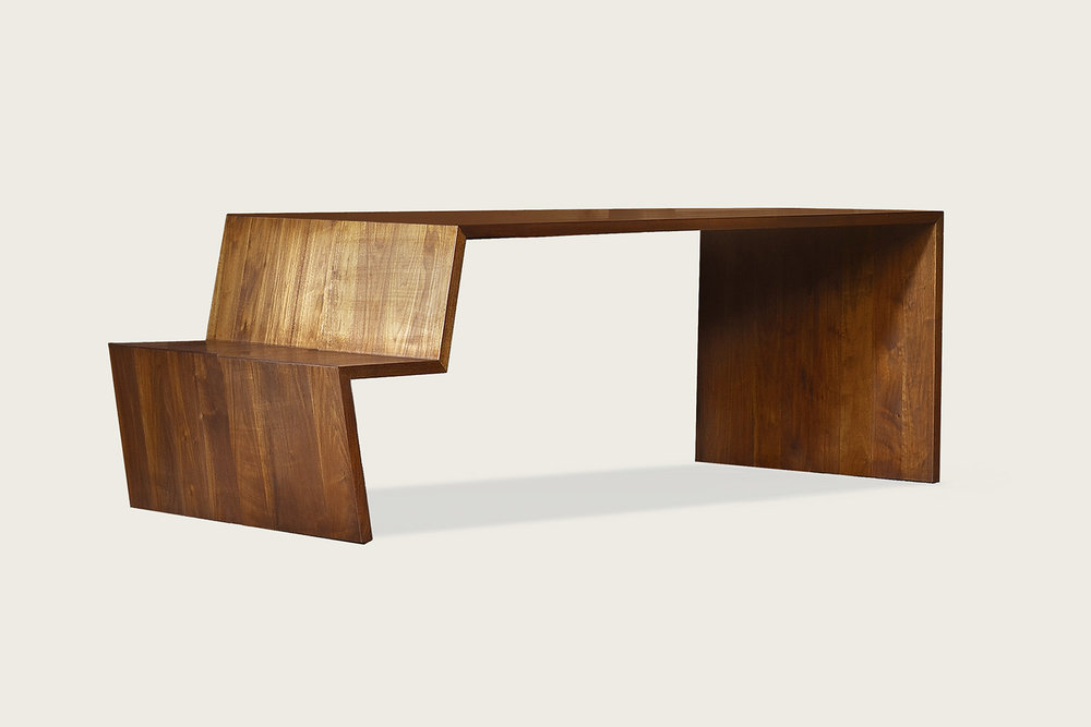 +Table in solid walnut - Speke Klein