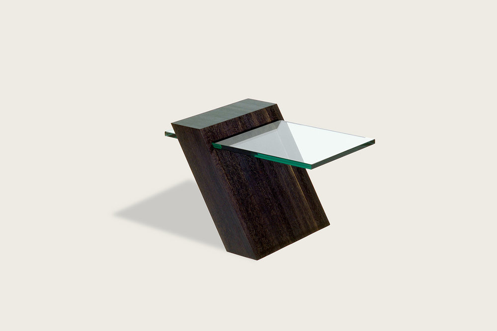 Too Peace Side Table in solid oak with glass top - Speke Klein