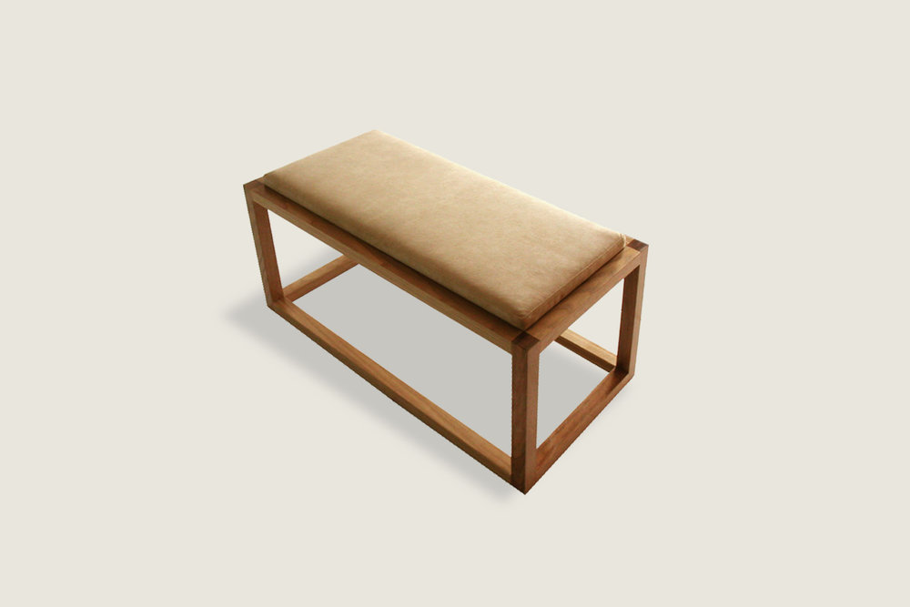 Petits Fours Bench in oak with upholstered top - Speke Klein