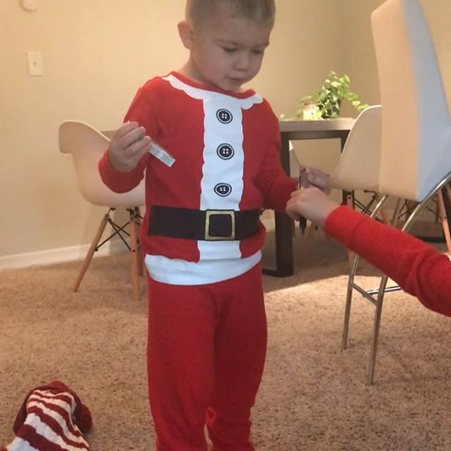 Christmas morning magic and....pranks?! 😂 Yes, the kids got pranks this morning in their stocking. Cash took it better than Sophia hence no video of her 😂❤️