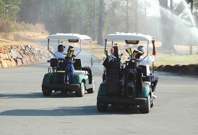 golf-carts-1673157_640.jpg