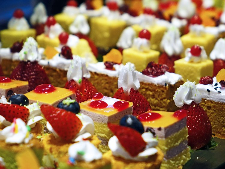 cakes-cream-delicious-confectionery-47734.jpeg