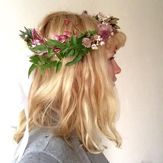 Jasmine flower crown by San Diego floral designer Botanicamuse / @botanicamuse