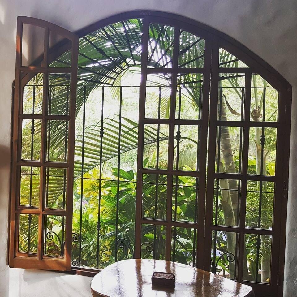 Breakfast_Window_Low.jpg