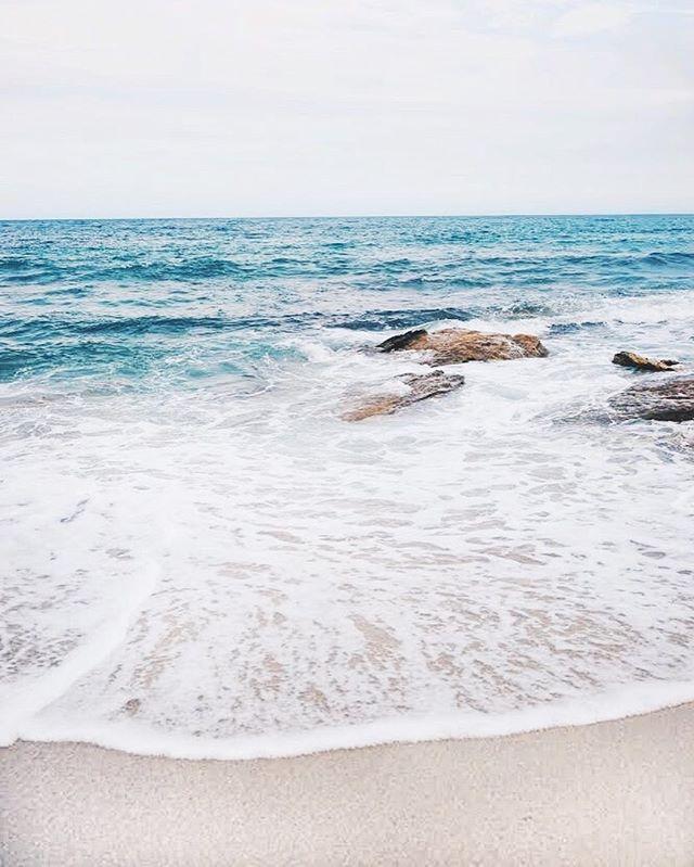.Good for the soul 🌊 . . . . . . #landscapephotography #nswbeaches #visitnsw #takemetoaustralia #seenewsouthwales #seeaustralia #travelstoke #featuremeinstagood #darlingescapes #girlsborntotravel #girlslovetravel #australiagram #earthgallery #openmyworld #lifeofadventure #tourismnsw #australia_shotz #travelmom #letsgosomewhere #aussiesofinstagram #oceanminded #borntoroam #aussiegirl #endlesssummer #alwaysgo #wildme #beachy #beachlife