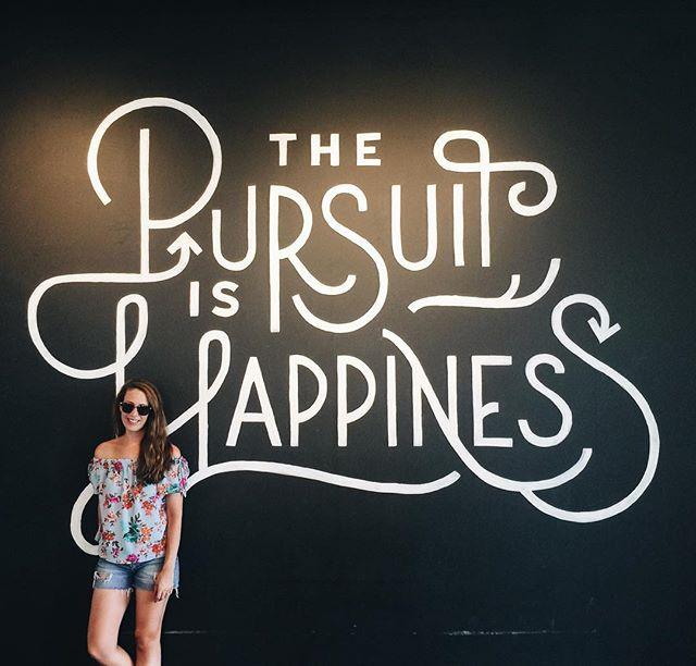 Happy Monday 💕 Adorable mural in ATL town! . . . . . . . . . #atlanta #wildme #atlantamural #darlingescapes #travelmom #takemetoatlanta #girlsborntotravel #letsgosomewhere #aussiegirl #beachlife #wanderlust #borntoroam #atlantalife #citygirl #happytime #wandering #wander #visitatlanta #visitamerica