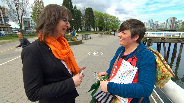Morgane Oger, left, discusses her policies with a constituent on the False Creek seawall (Glen Kugelstadt/CBC)