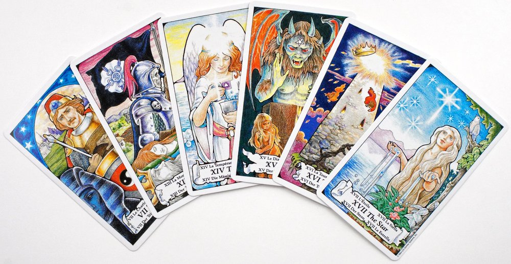 The Essential Tarot by Rosalind Simmons