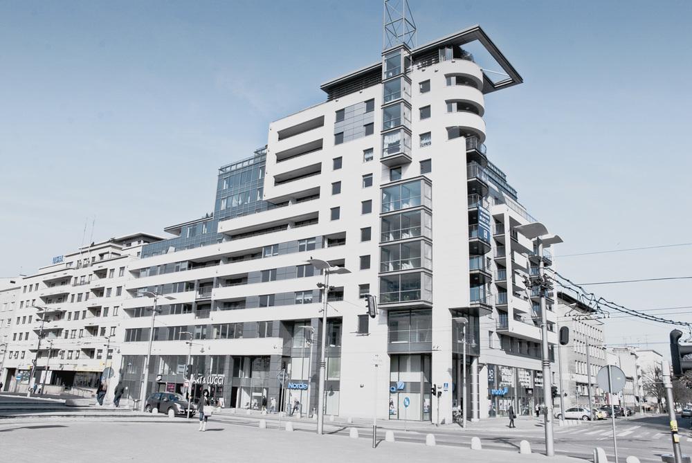 Apartamentowiec   Transatlantyk - zobacz stronę internetową  →