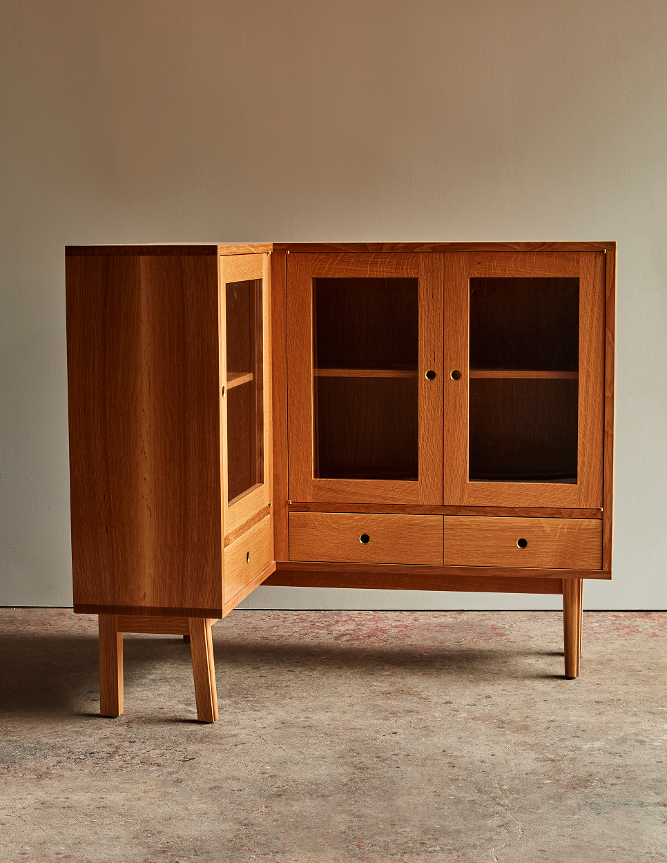 BOLAND WOODWORKING_WHITE BOOKCASE_072 FINAL Credit Jason Varney resize.png